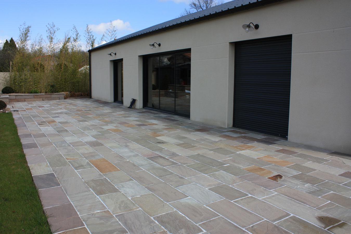 Dalles de terrasse gr s kandla brun - Pintura para suelos de gres ...